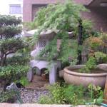 M様宅 玄関脇のスペースに灯籠と水鉢を設置しました。