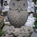 こちらも豊島石でできたふくろうです。