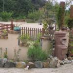ポストのあるお庭 素朴で可愛らしいお庭です。