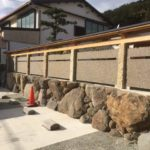 支柱部分に小豆島石の古材を使用した塀の制作・施工を致しました。パターン①