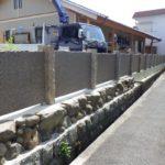 支柱部分に小豆島石の古材を使用した塀の制作・施工を致しました。パターン②