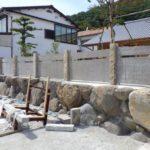 支柱部分に小豆島石の古材を使用した塀を制作・施工致しました。パターン③